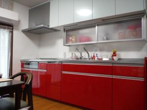 赤の素敵なキッチンへ