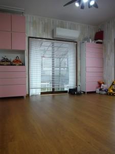 壁紙と床の張替後はぐっと明るく(^^)
