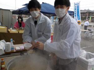 手作りトン汁大好評!